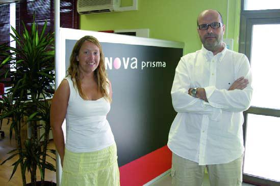 Fernando Rigo y Eli Castells, en las oficinas de Nova Prisma en Rubí (Barcelona).